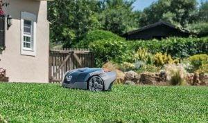 Husqvarna Automower 105 gräsmatta