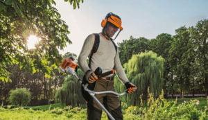 Skyddsutrustning vid användning av grästrimmer och röjsåg