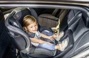 Britax Swingfix M i-Size - Bakåtvänd bilbarnstol i baksätet
