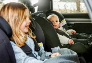 bakåtvända bilbarnstolar från Axkid