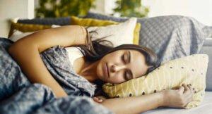 Sova med värmefilt