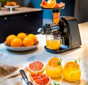 Wilfa SJ1B-500 - slow juicer gör apelsinjuice